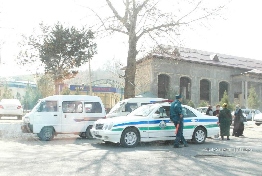 Полицейский Мерседес в Андижане, Узбекистан