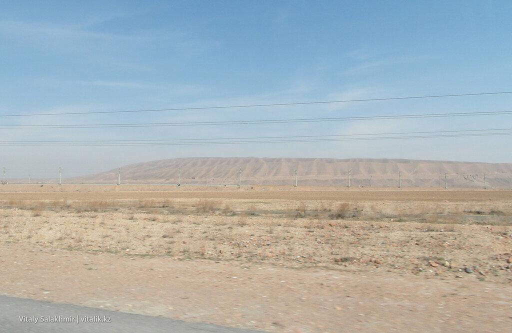 Фергана, пустыня вокруг дороги