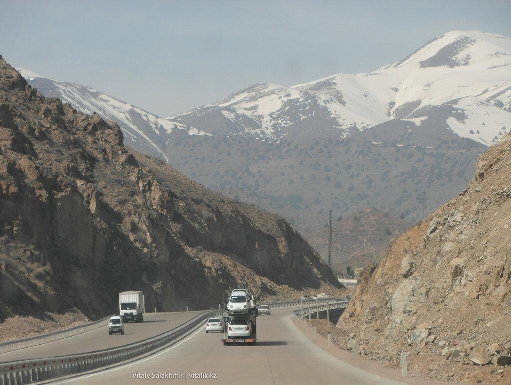 Снежные вершины, перевал Камчик, Узбекистан