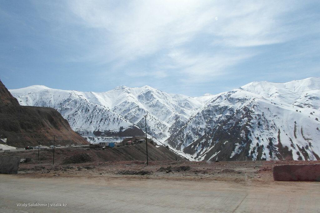 Спуск с перевала Камчик, Узбекистан