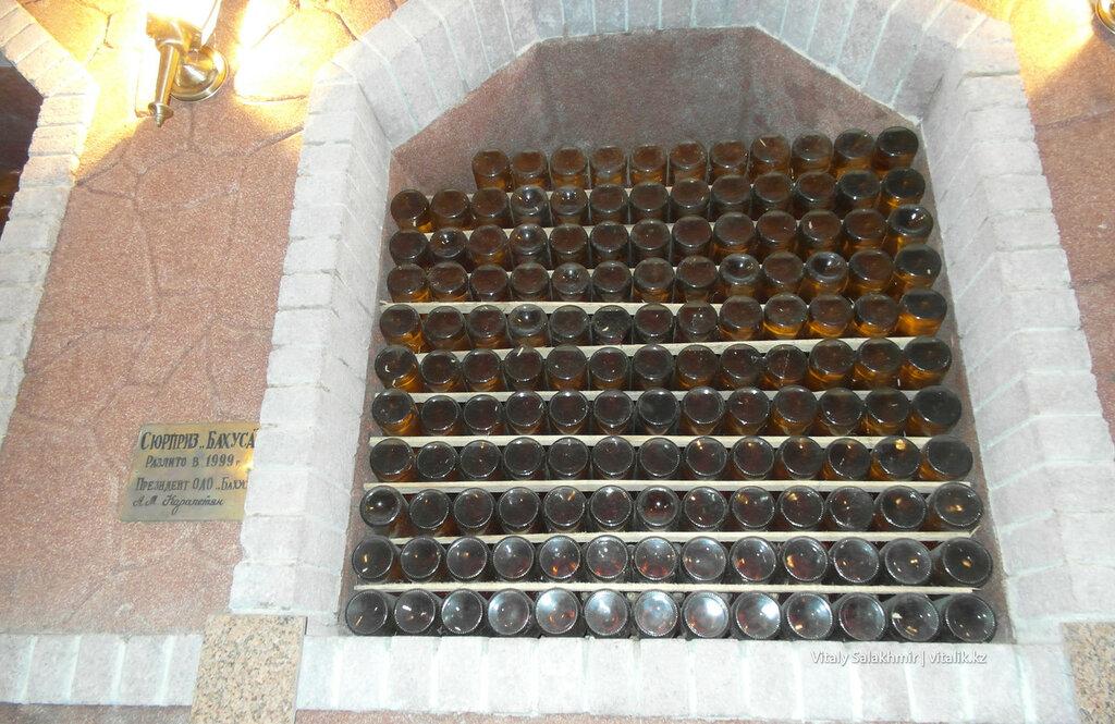 Бутылки в стене музея Бахус в Алматы
