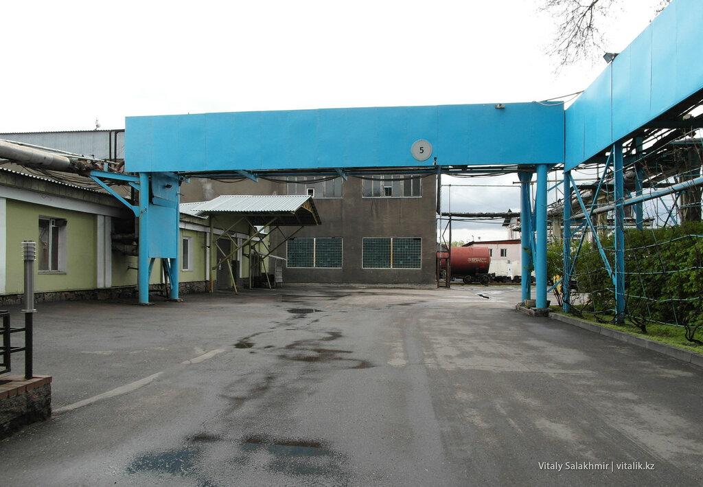Двор завода Бахус в Алматы
