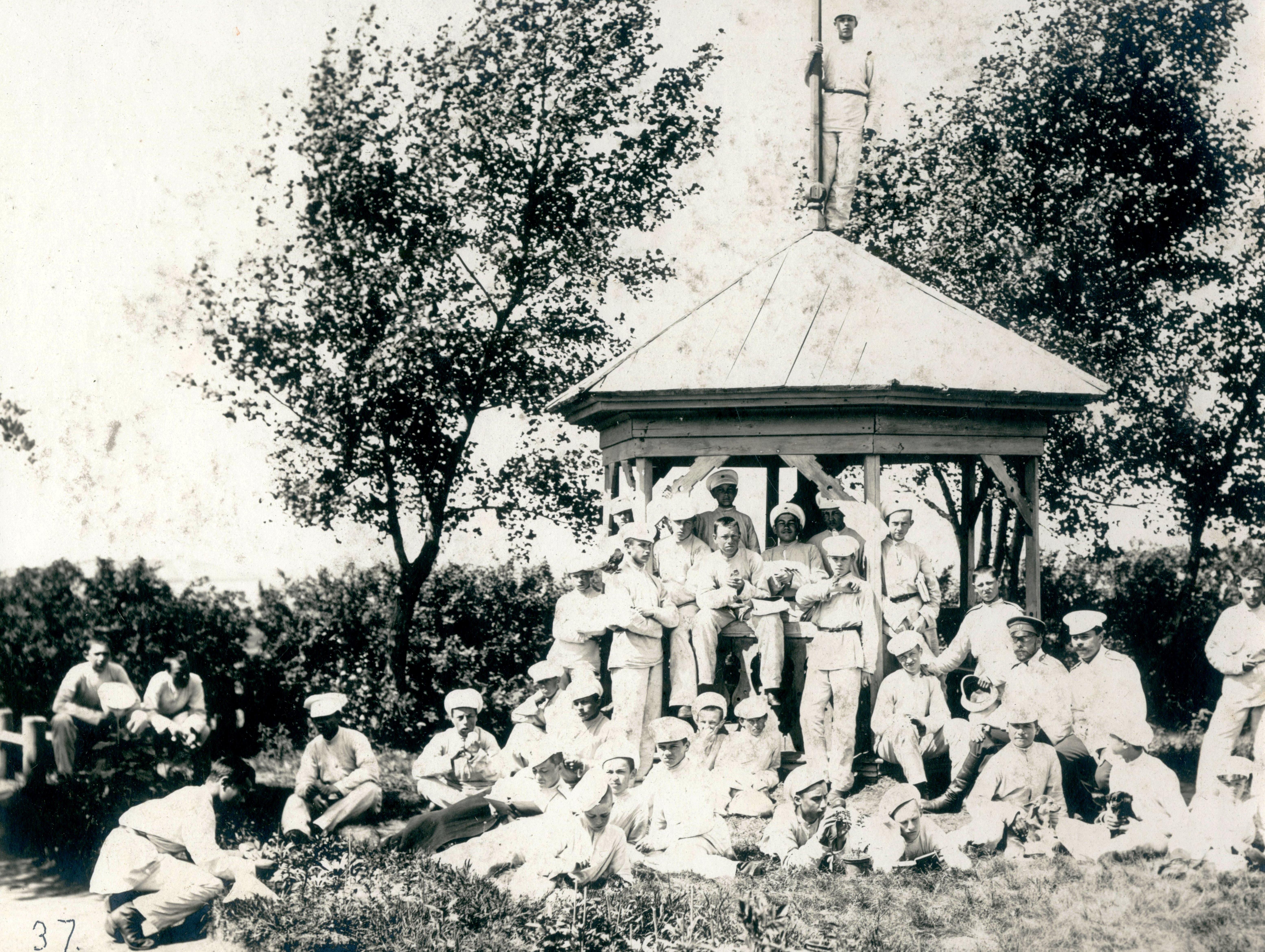 1887-1901. Урок зоологии в летнем лагере кадетского корпуса