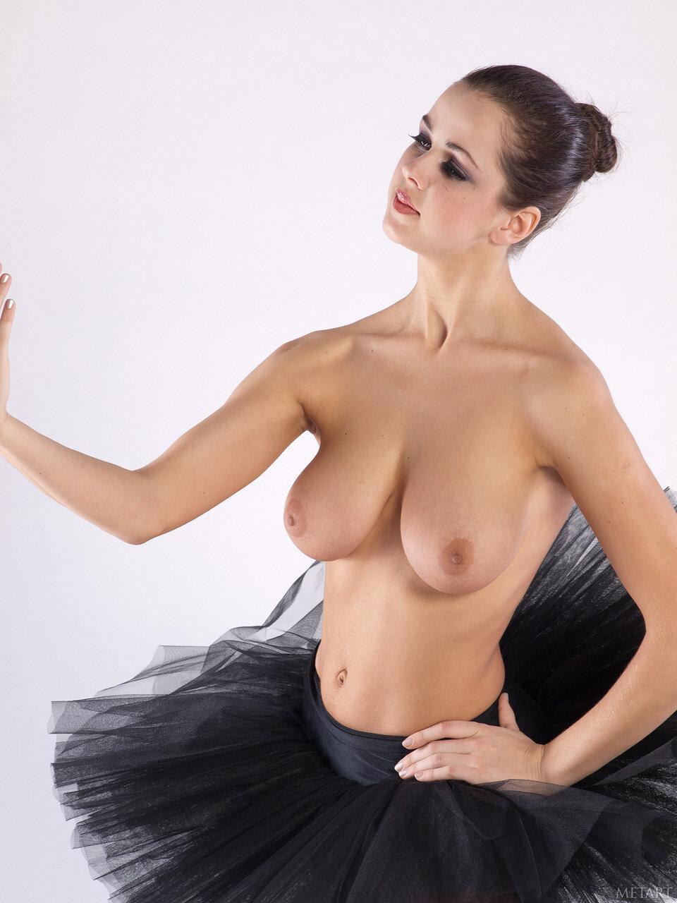 балет с обнаженной грудью фото авторитет приходит зэку