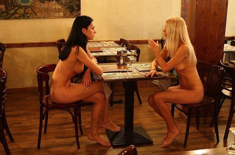 3 лезби баре в видео блондинки посмотреть