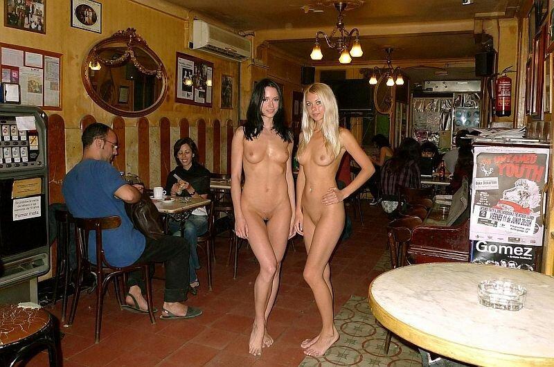 девушки голые в баре теперь она