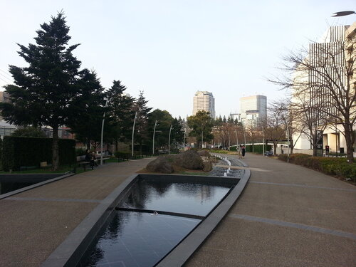 Не смотря на явный дефицит земли в Токио очень много парков и скверов