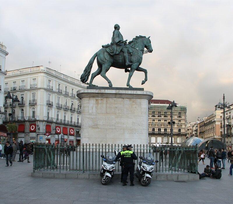Вечерний Мадрид. Площадь Пуэрта-дель-Соль. Памятник Карлу III.