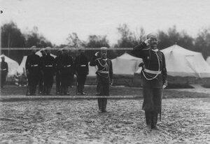 Группа офицеров и солдат полка в лагере в Красном Селе.