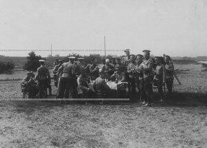 Полевой обед офицерского состава во время маневров в Красном Селе.
