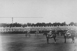 Император Николай II на параде кирасирского полка в день 200-летнего юбилея полка.