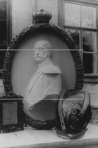 Портрет Николая I и его кираса  - реликвии полка.