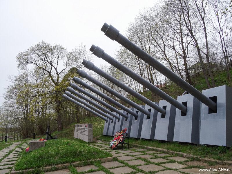 Памятник героям-авроровцам.