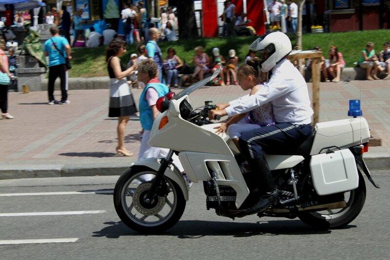 Девочка на мотоцикле