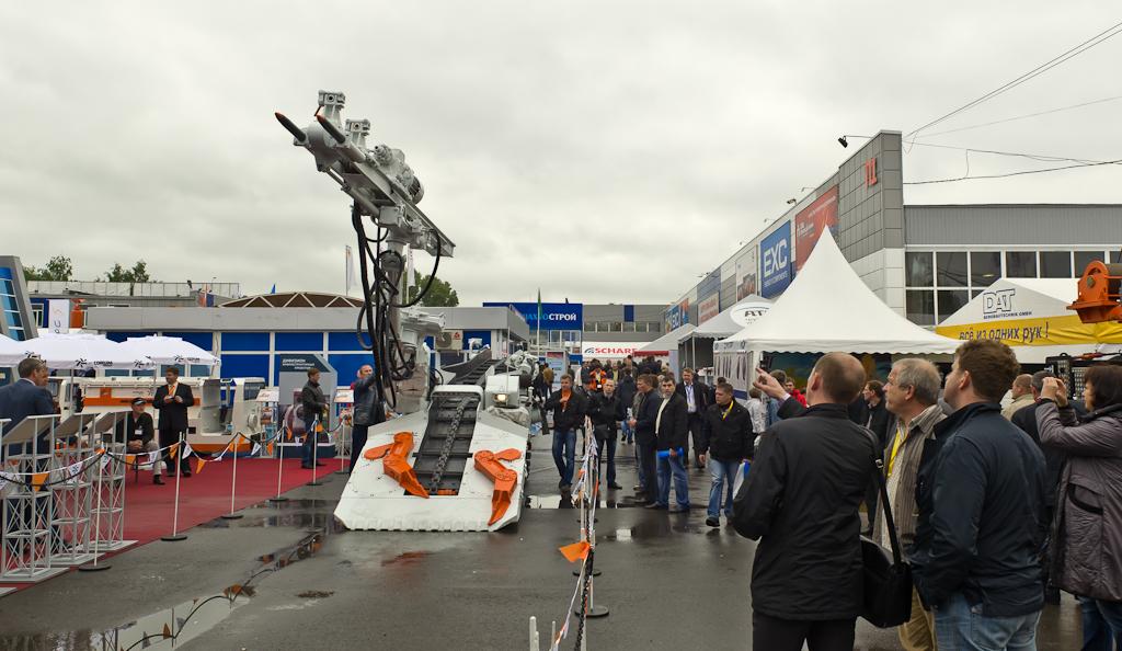 """Фото 1. Робот из фильма про звёздные войны. Гости выставки """"Уголь и Майнинг"""", состоявшейся в 2014 году в Новокузнецке имели возможность съездить в Шерегеш."""