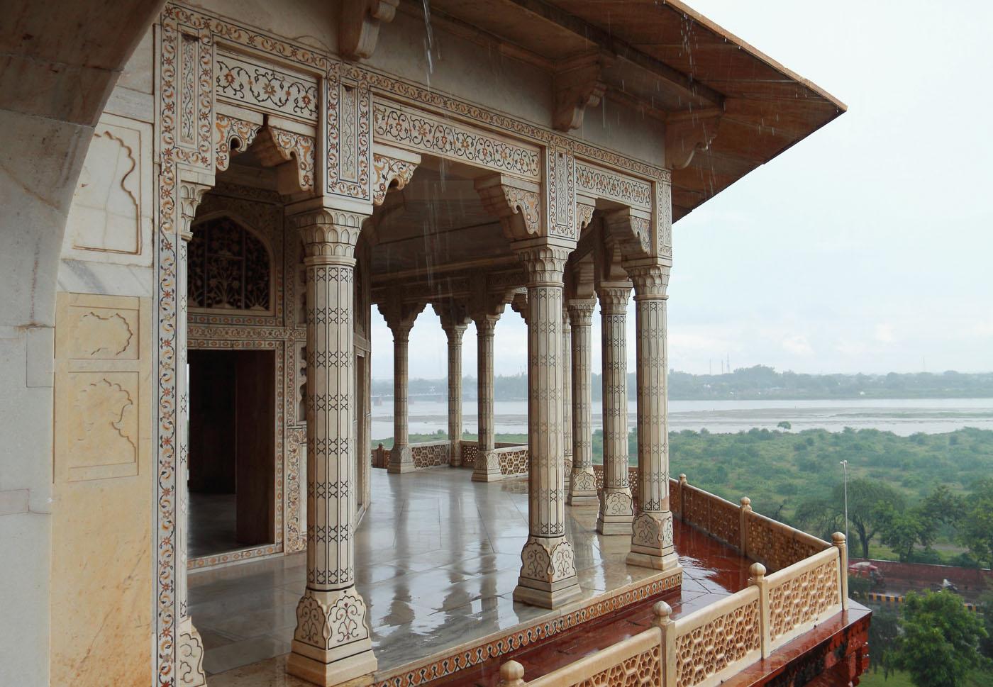 Фото 8. Мрамор башни Мусамман Бурд. Рассказы о поездке по Золотому треугольнику Индии.