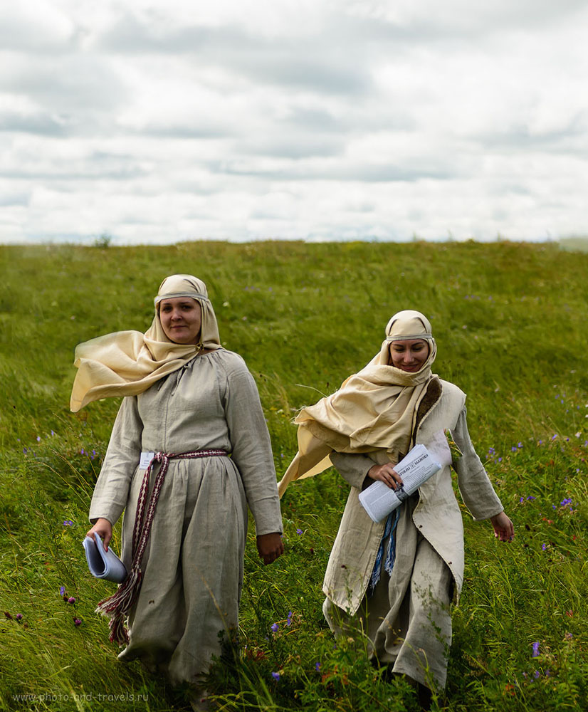 10. Этим девушкам уже по 1000 лет... Фестиваль исторической реконструкции в Челябинской области. (100, 58, 2.8, 1/1000)
