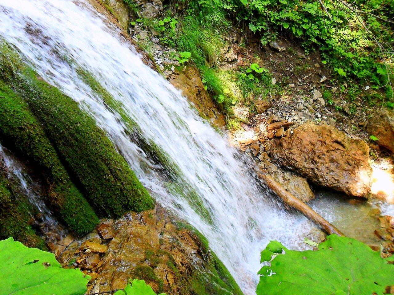 У потока, Фото туристическое