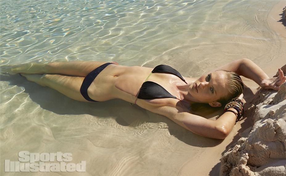Анна Вьялицына в купальниках Sports Illustrated Swimsuit 2014 - Anne Vyalitsyna by Raphael Mazzucco in Brazil