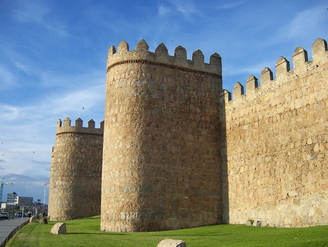 Крепостная стена города Авилла. Испания
