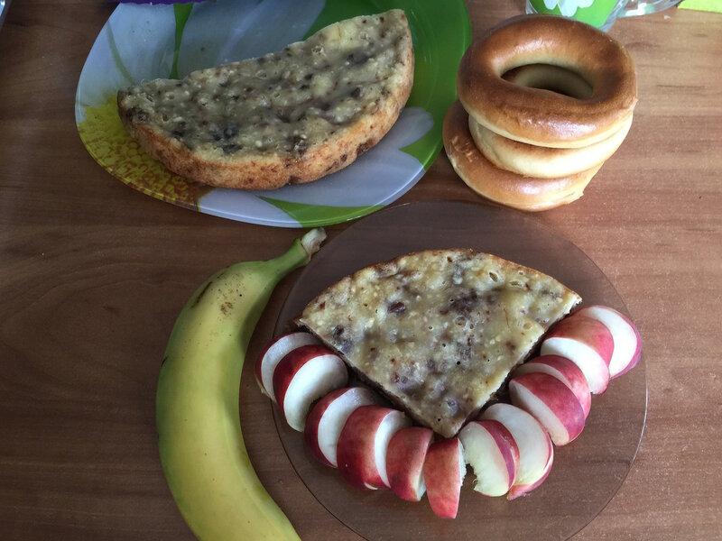 Творожный кекс с бананом и орехами