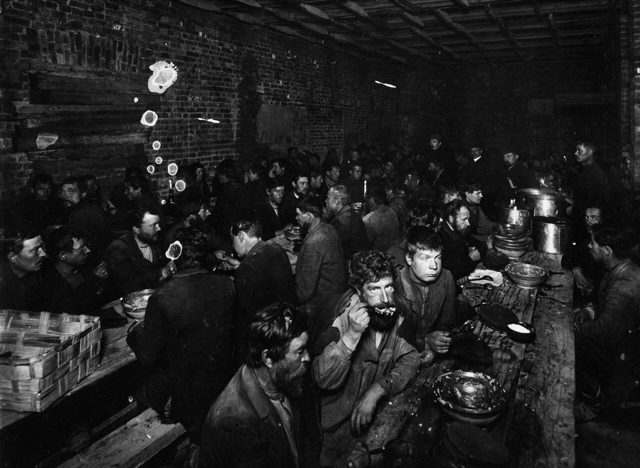 Столовая для бедных. Петербург. Гавань. 1911 г.