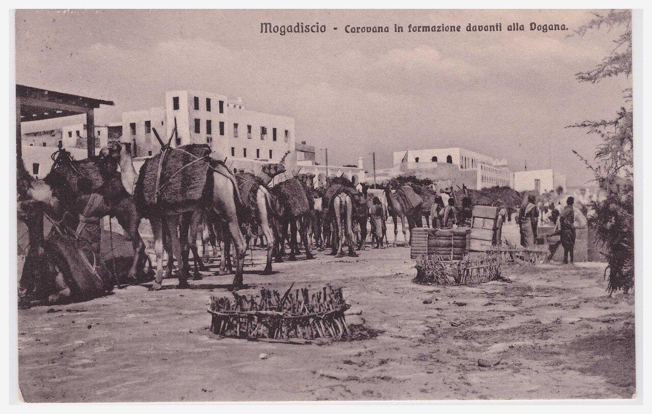 1913. Караван перед таможней
