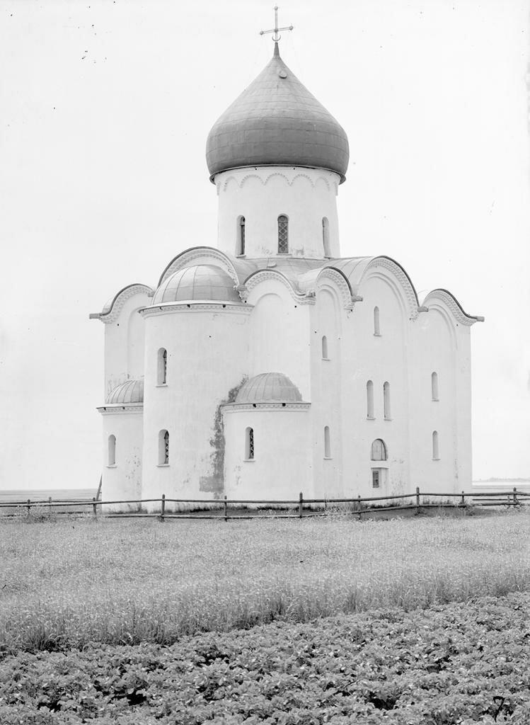 Церковь Спаса на Нередице. Общий вид с северо-востока