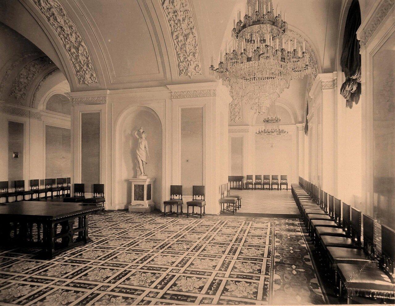 Интерьер столовой на Собственной половине Большого Кремлёвского дворца