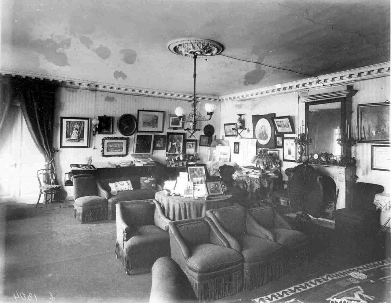 Квартира генерала Е.В.Богдановича (Исаакиевская пл., 9). Вид комнаты