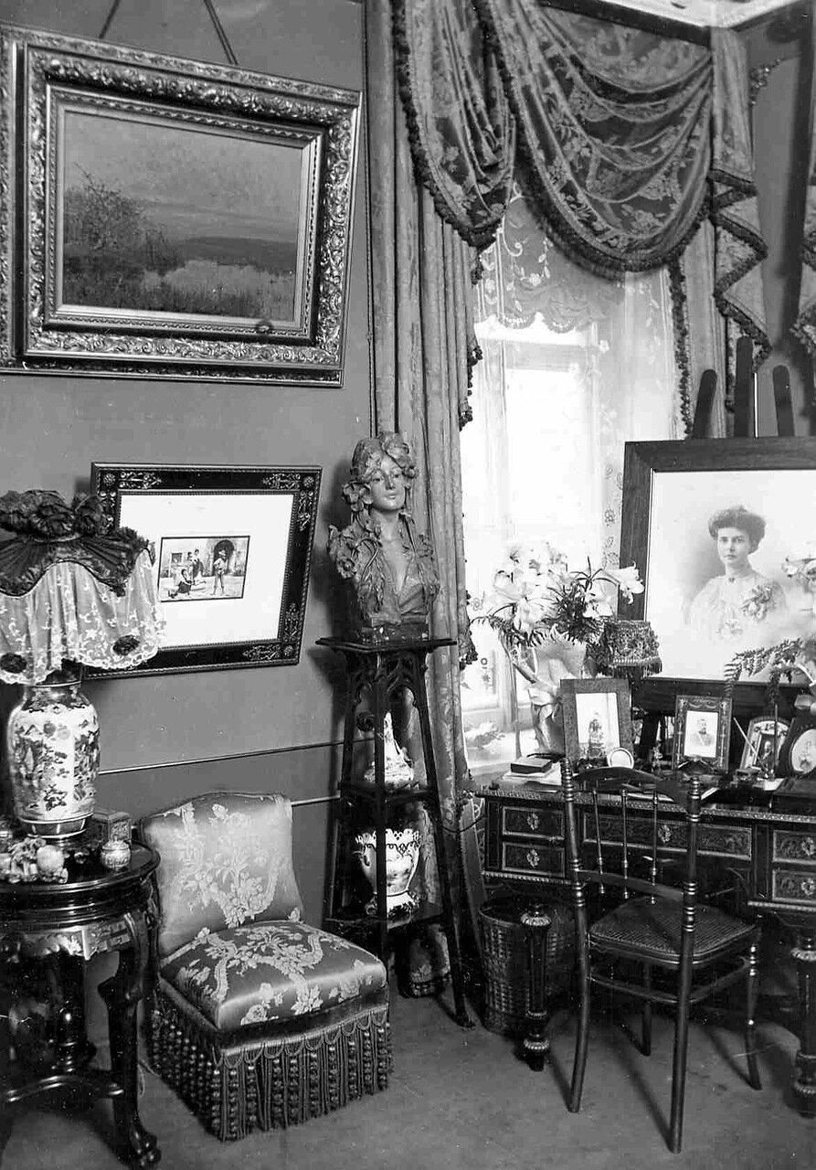 Квартира писателя Семенова Виктора Ивановича (Миллионная улица , 9). Кабинет жены писателя