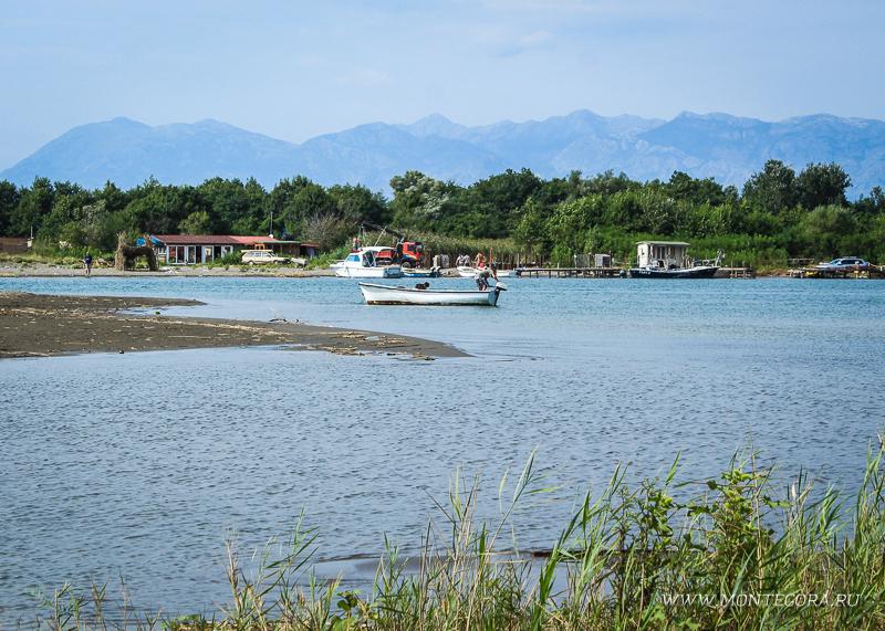 Велика Плажа от острова Ада Бояна отделяет река Бояна