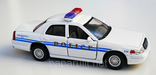 Ford Crown Victoria Police Interceptor белая