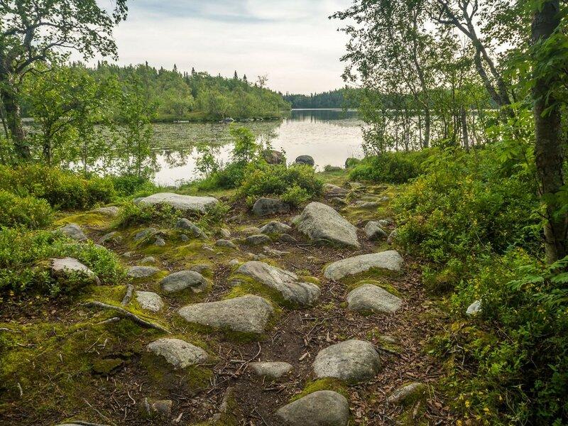 Здесь есть великое множество озёр. Многие из них усердные жители соединили между собой системой каналов.
