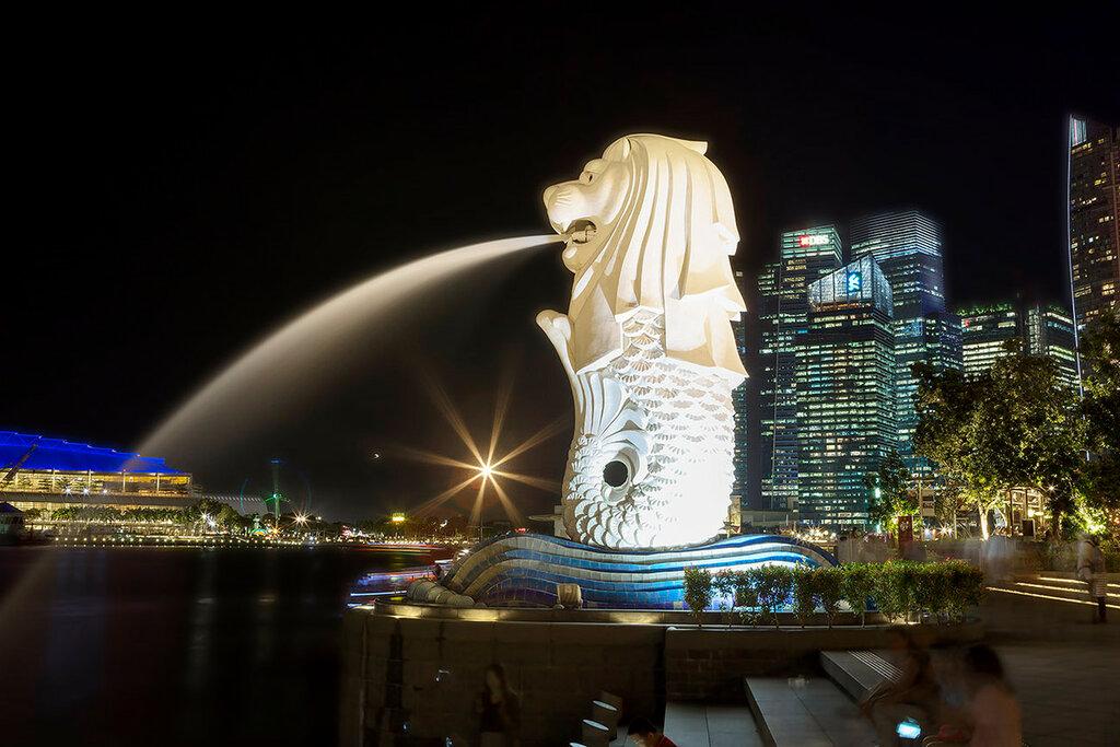 Вечерний Сингапур. Набережная . Мерлион.