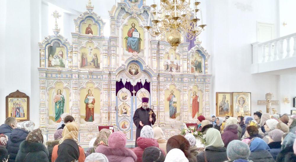 Богослужение в Свято-Георигиевском соборе совершил благочинный Ярцевского округа протоирей Василий Мовчанюк