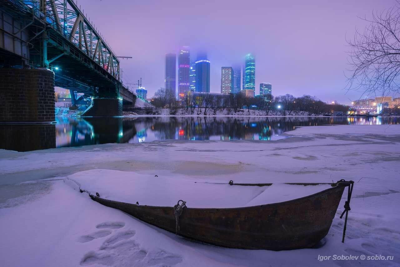 Лодочка у Москва-сити