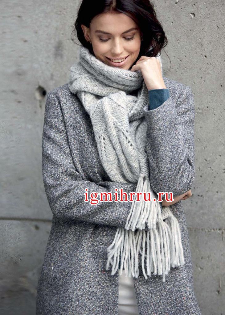 Светло-серый теплый шарф с мотивом Листья. Вязание спицами