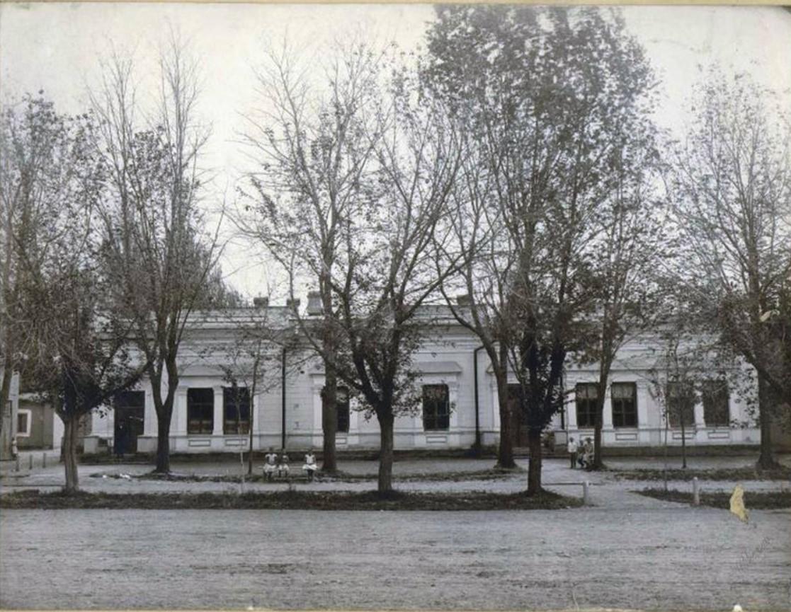 Здание ташкентской мужской гимназии. 1910