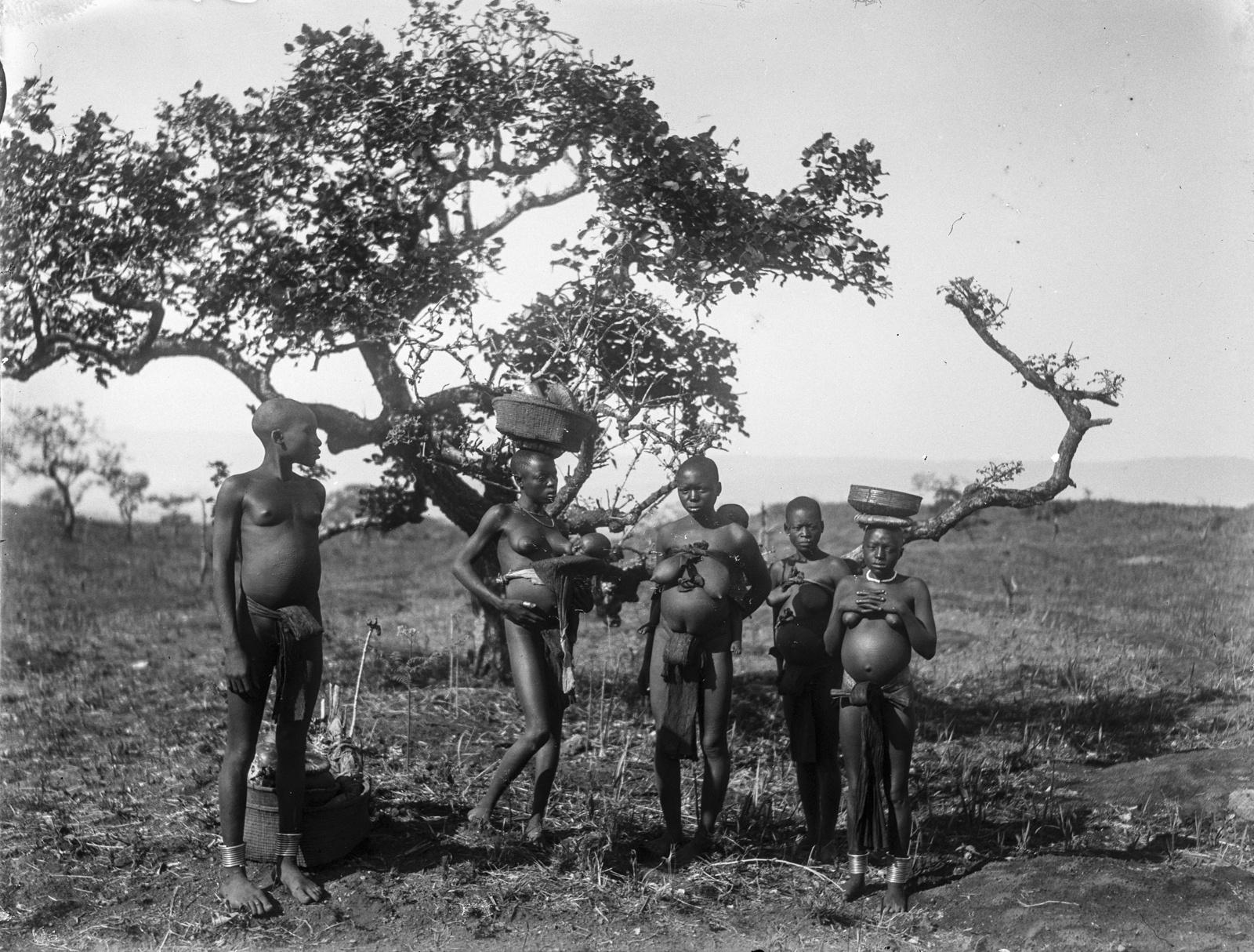 104. Группа женщин-аборигенов в окрестностях деревни Текуя