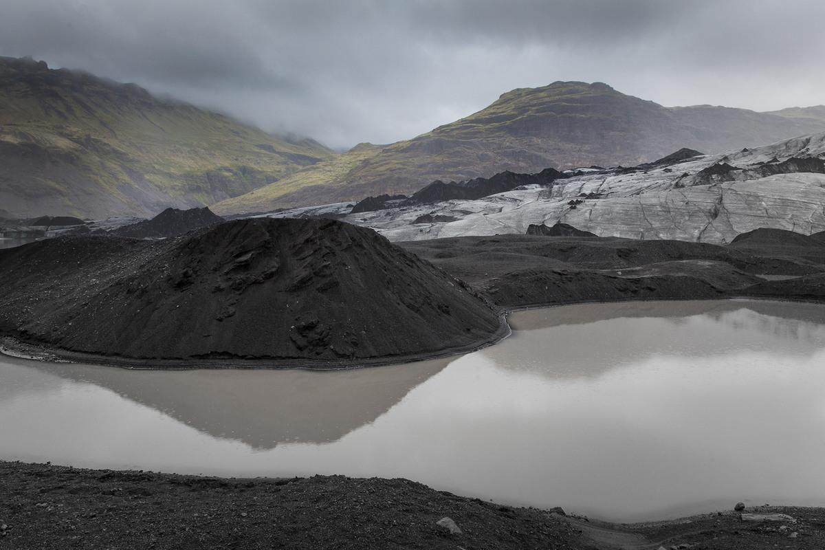 Грубые ландшафты Исландии
