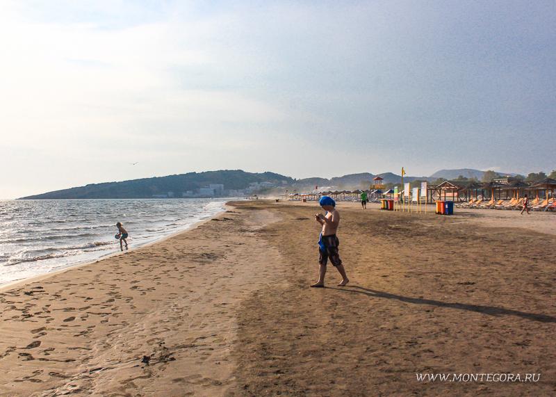На Велика плажа в Черногории места под солнцем хватит всем