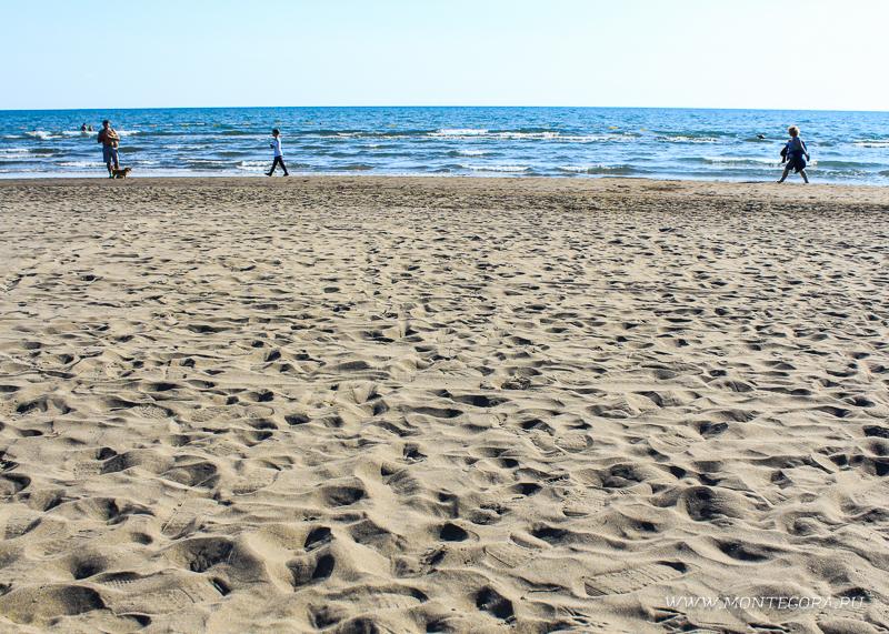 На всем протяжении Велика плажа нет бухт и заливов