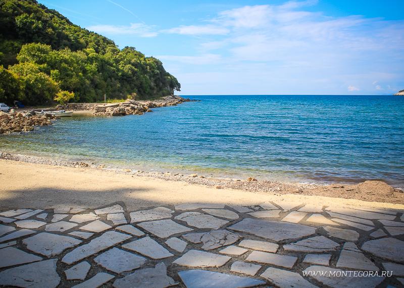 В непосредственной близости к Ульциню есть вот такой небольшой пляж