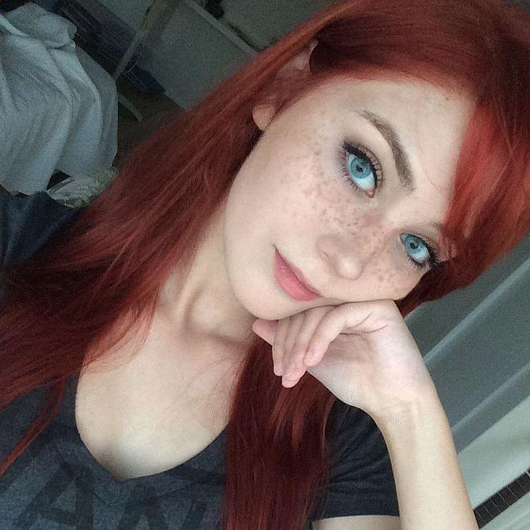Девушки с голубыми глазами