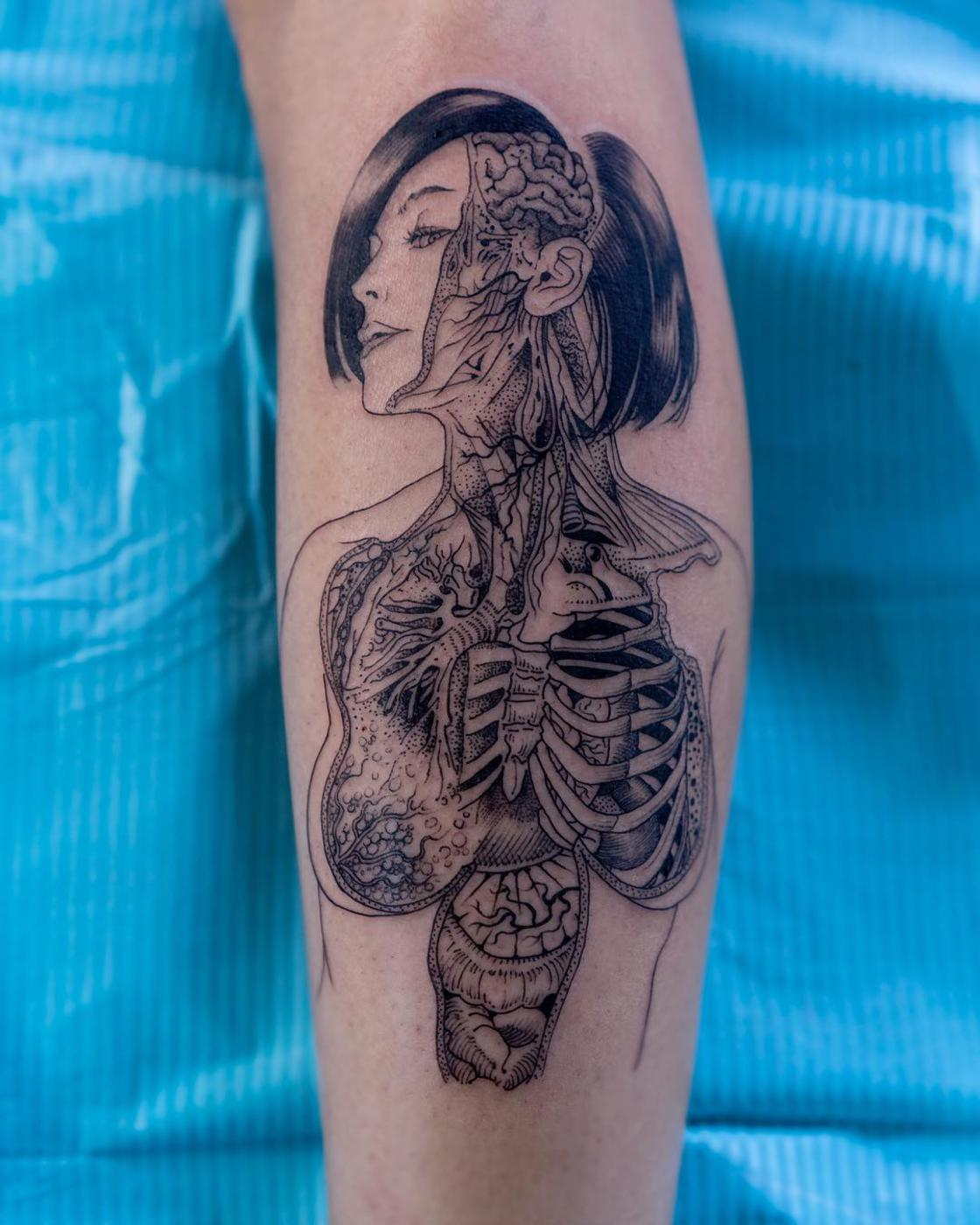 The precise, organic and fascinating tattoos of Oozy