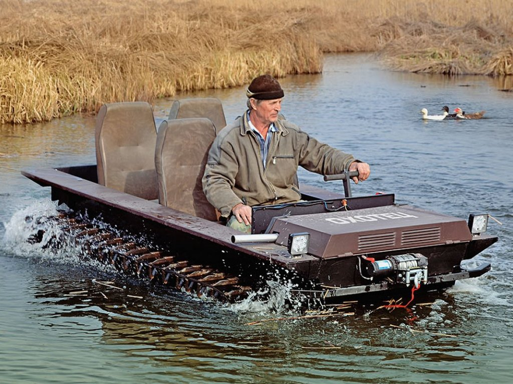 Плавающий мотовездеход Охотец