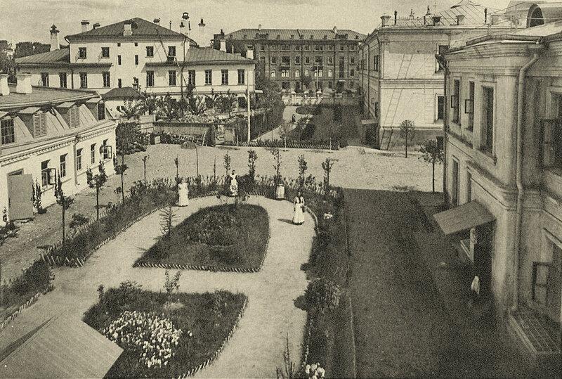 Двор на Садовой-Черногрязской