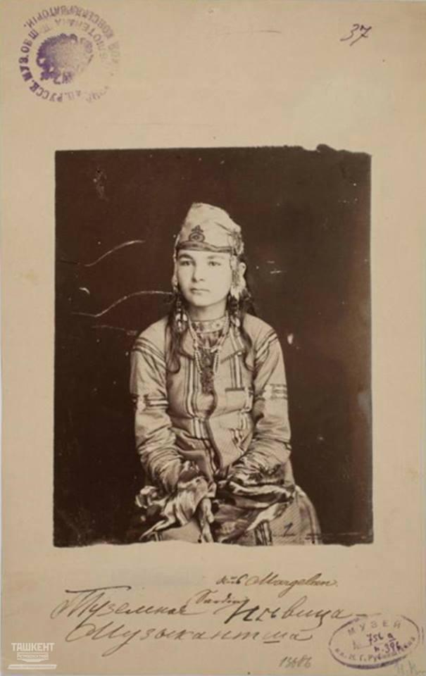 Женщина-туземка, певица, музыкантша. 1870