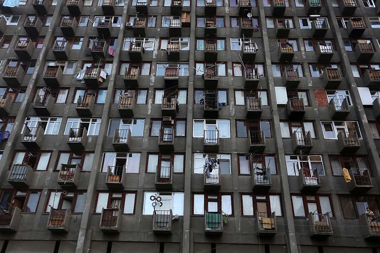 В ожидании. (Студенческий город,) Абхазия, Тбилиси, Дина Оганова